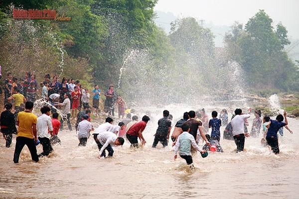 Diên Biên préserve son patrimoine culturel immatériel - ảnh 3