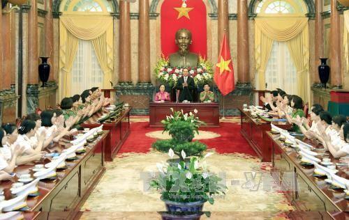 Чан Дай Куанг встретился с лучшими представительницами Вьетнамской народной милиции  - ảnh 1