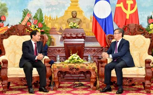 Во Вьетнаме и Лаосе отмечается Год дружбы и солидарности между двумя странами - ảnh 1