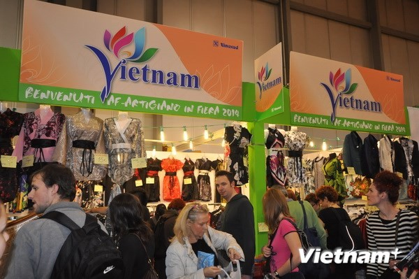 Vietnamese handicrafts introduced in Italy - ảnh 1