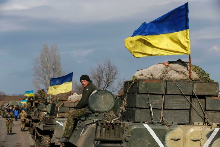Ukraine crisis: Both sides withdraw most of heavy weapons  - ảnh 1