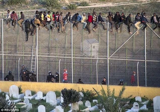 Migrant crisis: EU proposes Entry-Exit System - ảnh 1