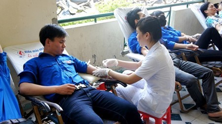 Hundreds of blood units collected in the Voluntary Blood Donation Day - ảnh 1