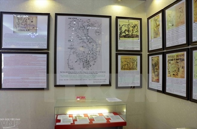 "Exhibition ""Hoang Sa, Truong Sa – historical and legal evidence"" opens in Hoa Binh province - ảnh 1"