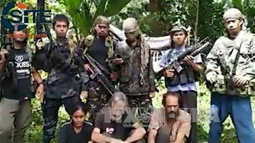 Terror group Abu Sayyaf threatens to behead another hostage  - ảnh 1