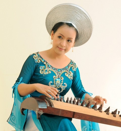 The 16-String Zither - Traditional Vietnamese Musical Instrument - ảnh 2