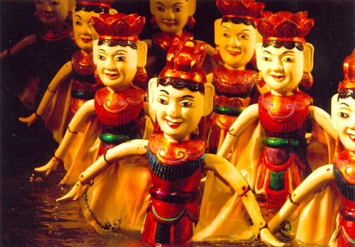 Vietnamese water puppet's design and manipulation   - ảnh 2