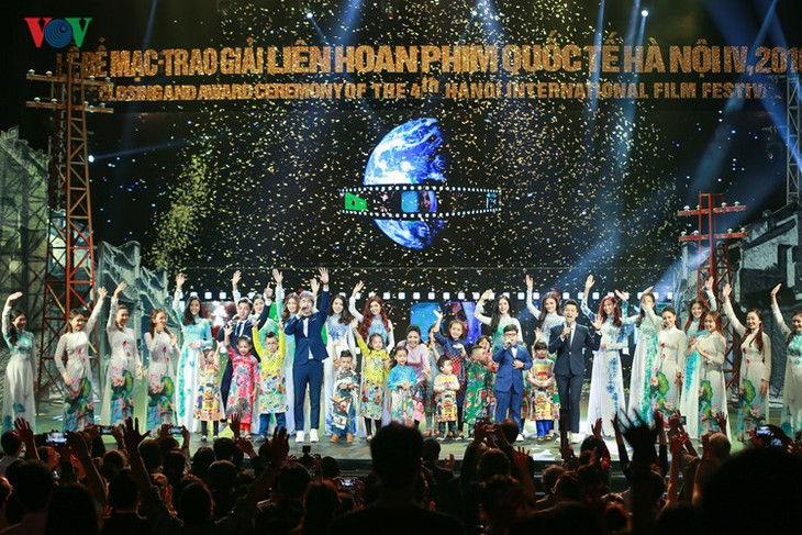 Spectaclular closing ceremony of Hanoi International Film Festival  - ảnh 12