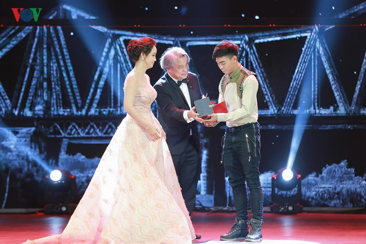 Spectaclular closing ceremony of Hanoi International Film Festival  - ảnh 2