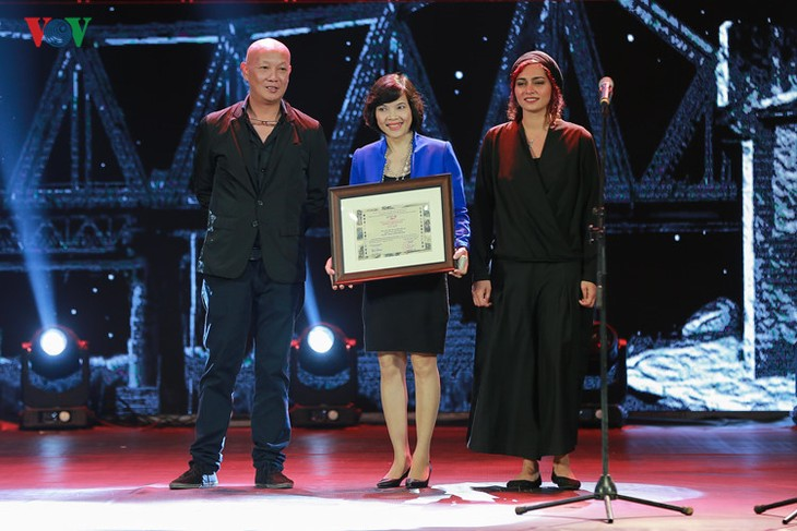 Spectaclular closing ceremony of Hanoi International Film Festival  - ảnh 3