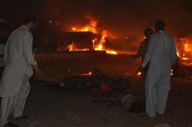 Huge blast in Pakistan kills dozens - ảnh 1