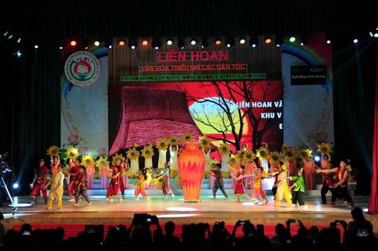 La grande fête des enfants des ethnies du Sud - ảnh 2