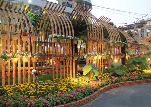 В г.Хошимине открылись улица цветов Нгуенхюэ и улица книг Нового года - ảnh 2