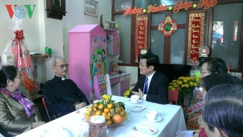 Президент Вьетнама поздравил жителей г.Хошимина с Тэтом - ảnh 2