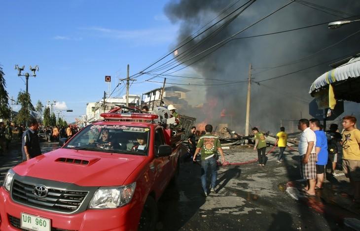 Десятки человек пострадали в результате серии взрывов на юге Таиланда - ảnh 1