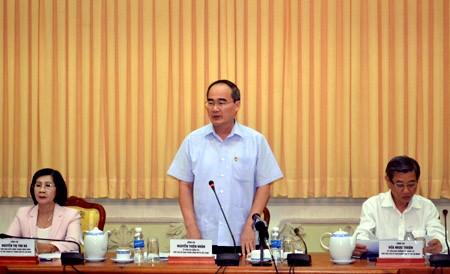 Глава ОФВ провел рабочую встречу с руководителями г.Хошимина - ảnh 1