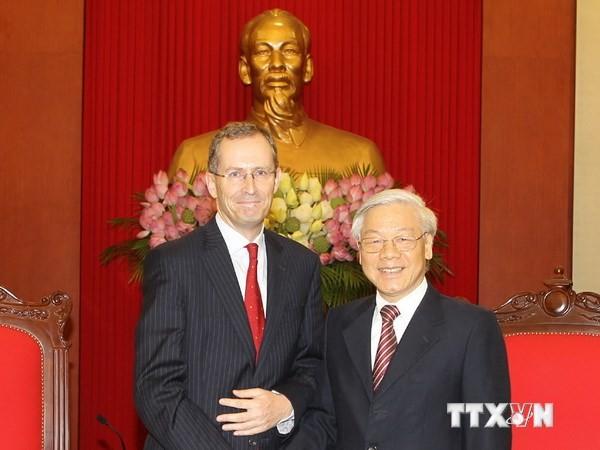 Генсек ЦК КПВ принял британского посла в связи с завершением срока его работы во Вьетнаме - ảnh 1