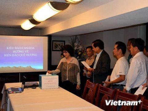 Вьетнамцы в Канаде обращают взор на море и острова Родины - ảnh 1