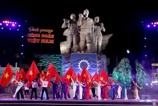 Во Вьетнаме прошел телемост на тему «Слава профсоюзам Вьетнама» - ảnh 1