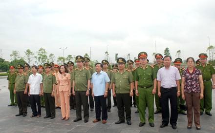 Во Вьетнаме прошли значимые мероприятия в честь Дня инвалидов войны и павших фронтовиков - ảnh 1