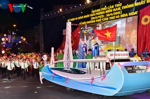 НгуенТан Зунг принял участие в праздновании Дня воссоединения страны в Хаузянге и Кантхо - ảnh 4