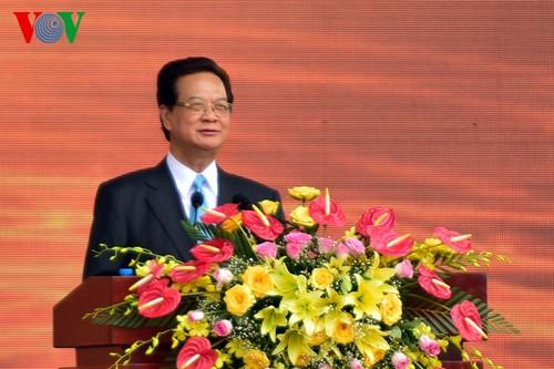 НгуенТан Зунг принял участие в праздновании Дня воссоединения страны в Хаузянге и Кантхо - ảnh 1