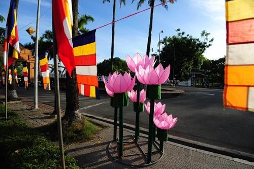 Великий буддийский праздник в Хюэ - ảnh 1