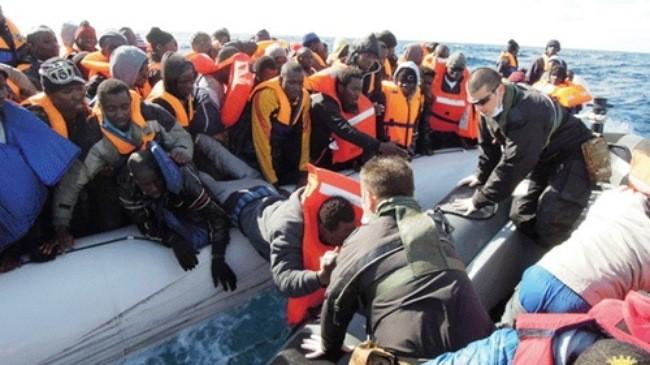 Итальянская береговая охрана спасла нелегальных мигрантов - ảnh 1