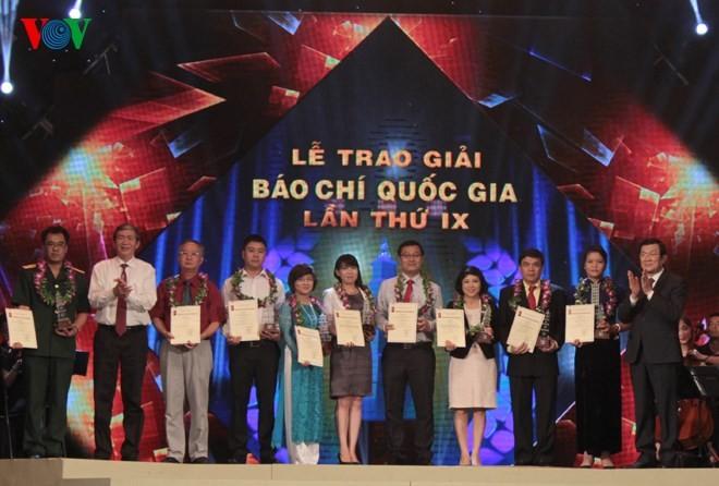 Церемония вручения премий за лучшие журналистские произведения 2014 года - ảnh 2