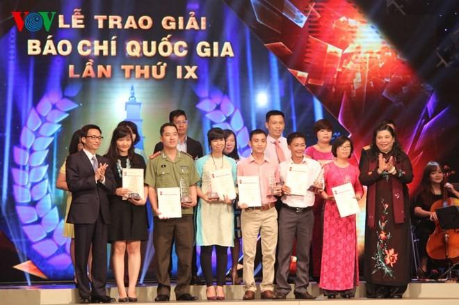 Церемония вручения премий за лучшие журналистские произведения 2014 года - ảnh 3