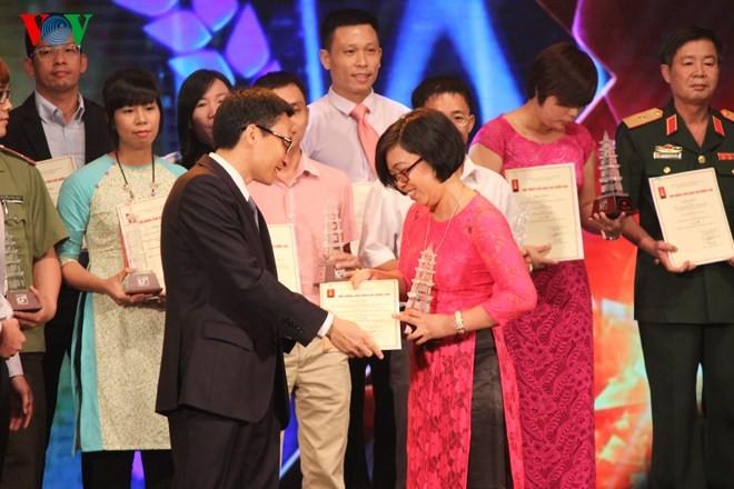 Церемония вручения премий за лучшие журналистские произведения 2014 года - ảnh 5