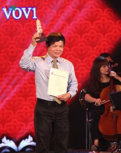 Церемония вручения премий за лучшие журналистские произведения 2014 года - ảnh 6