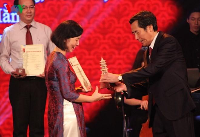 Церемония вручения премий за лучшие журналистские произведения 2014 года - ảnh 8