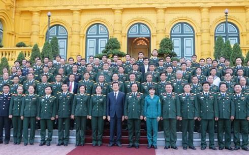 Президент Вьетнама встретился с лучшими представителями вооружённых сил страны - ảnh 1