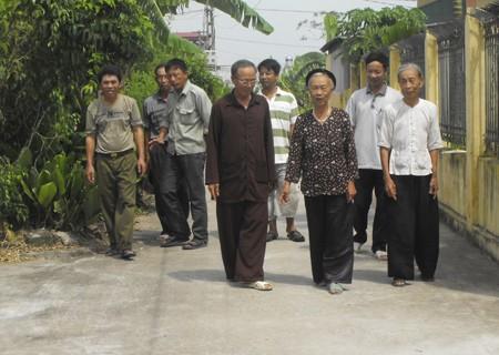 Пожилые люди активно участвуют в строительстве новой деревни - ảnh 2