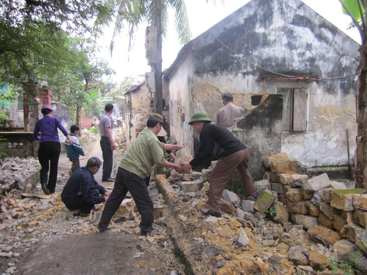 Пожилые люди активно участвуют в строительстве новой деревни - ảnh 3