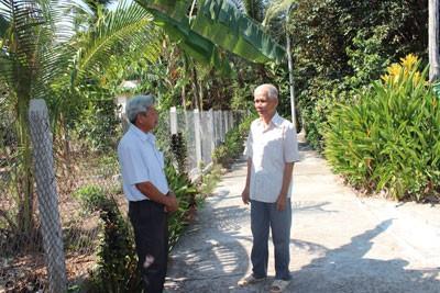 Пожилые люди активно участвуют в строительстве новой деревни - ảnh 4
