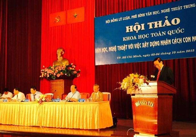 Роль литературы и искусства в восспитании человеческих достоинств вьетнамцев - ảnh 1