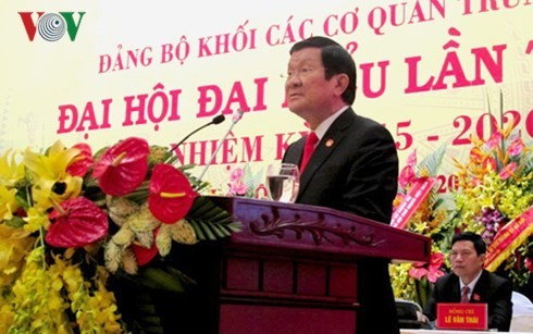Руководители Вьетнама приняли участие в съездах парткомов провинций и городов страны - ảnh 2