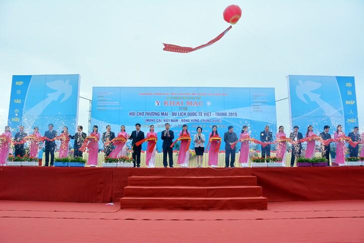 Открылась вьетнамо-китайская международная торговая и туристическая ярмарка 2015 - ảnh 1