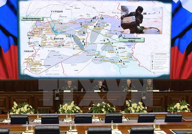 Россия показала кадры пересечения сирийско-турецкой границы бензовозами ИГ - ảnh 1