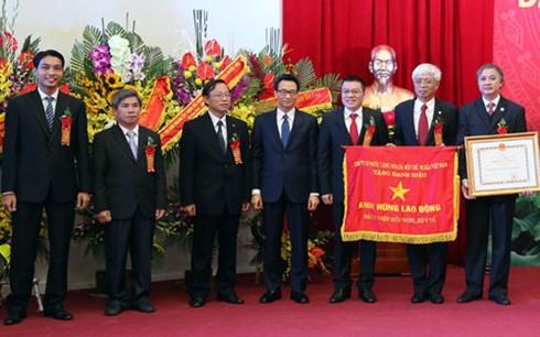 Вьетнамскому театру современных искусств и больнице «Дружба» присвоено звание «Герой труда» - ảnh 1