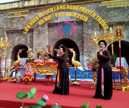 В Ханое прошло шествие с паланкином основателя ремесла - ảnh 1