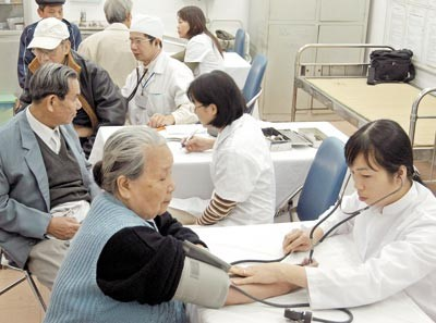 Оказание заботы и повышение роли пожилых людей – последовательная установка партии и государства СРВ - ảnh 1