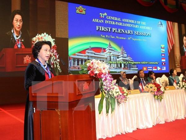 Спикер вьетнамского парламента посетила посольство Вьетнама в Мьянме - ảnh 1