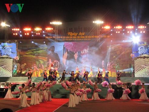 Открылся 13-й расширенный праздник культуры, спорта и туризма народностей Северо-Запада Вьетнама - ảnh 1