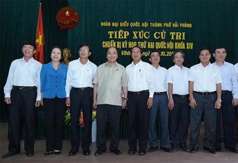 Премьер-министр Нгуен Суан Фук встретился с избирателями Хайфона - ảnh 1