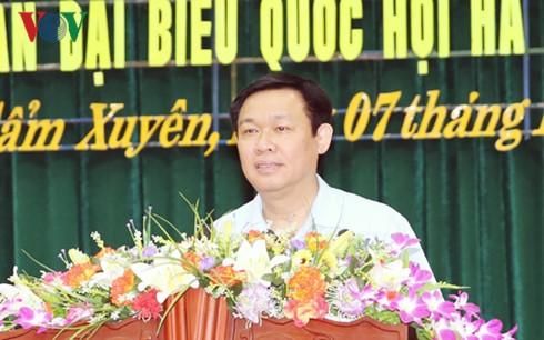 Вице-премьер Выонг Динь Хюэ встретился с избирателями в провинции Хатинь - ảnh 1
