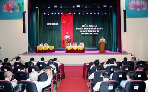 Вице-премьер Выонг Динь Хюэ встретился с избирателями в провинции Хатинь - ảnh 2
