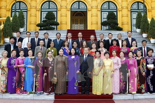 Вице-президент СРВ приняла делегацию бывших учителей - вьетнамских эмигрантов в Таиланде - ảnh 1
